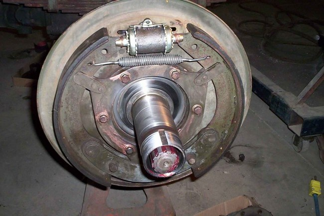 rear_shoes_installed01a