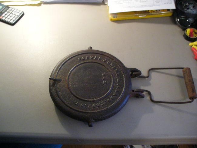 Cast_iron_Waffle_Iron_001.jpg
