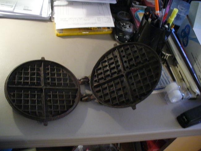 Cast_iron_Waffle_Iron_002.jpg