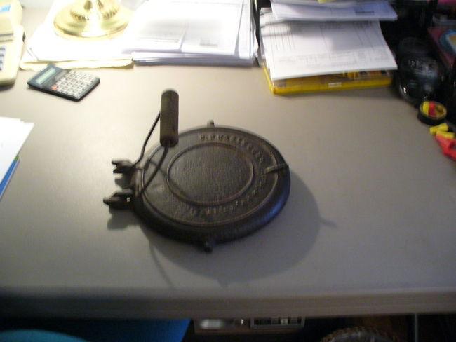 Cast_iron_Waffle_Iron_003.jpg