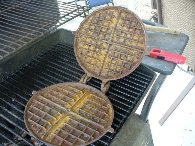 Cast_iron_Waffle_Iron_010.jpg