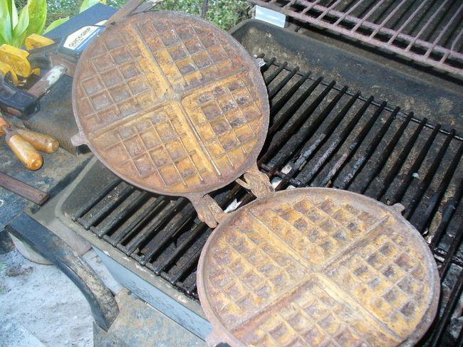 Cast_iron_Waffle_Iron_017.jpg