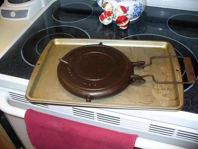 Cast_iron_Waffle_Iron_019.jpg