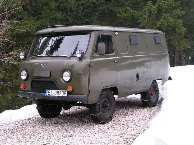 800px-UAZ-Bus-746345