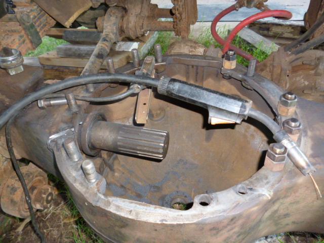 M1A1_diff_repair_welding_studs_a