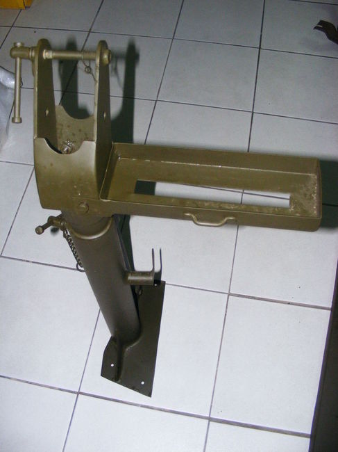 Selling unused Fender Step M31 Pedestal mount with ammo tray