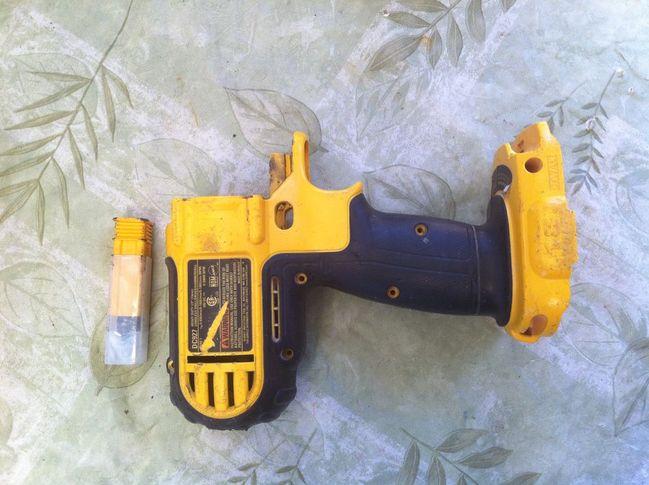 DeWalt DC927 clamshell for Dennis' drill