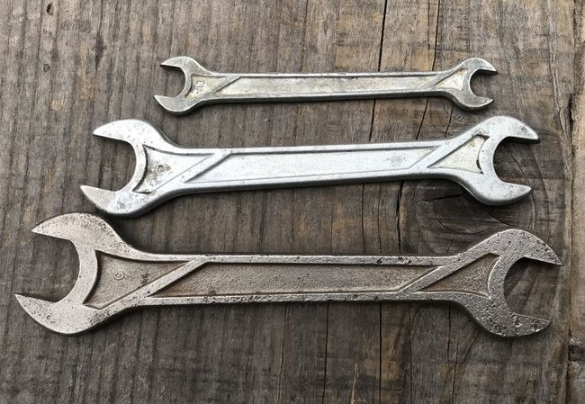 Geometric wrenches with forging codes