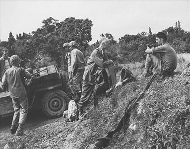 Jeep_Ernie_Pyle_on_Easter_on_Okinawa