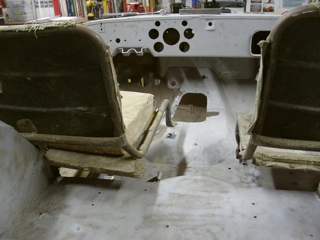 2005_10110003_gpw_seat_L_metal_on_back