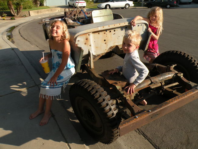 2011-6_HB_move_jeep_kids_1.jpg