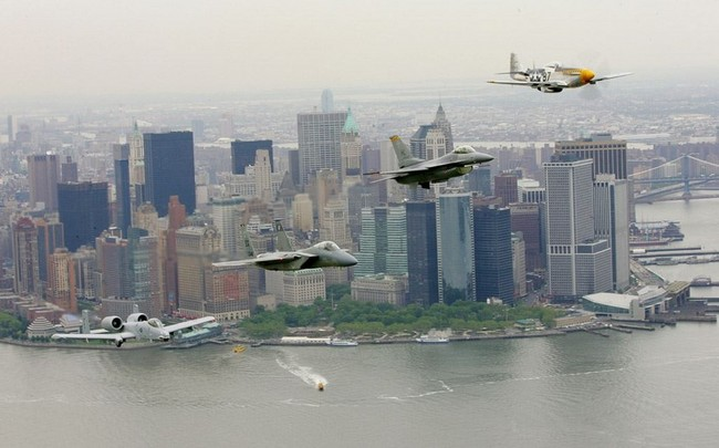 4_Air_Force_planes_over_Battery_Park