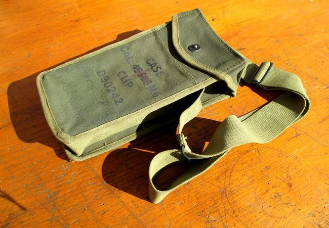 D90242_SMG_Mag_Pouch