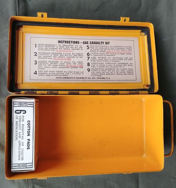Gas_Casualties_Yellow_Kit_2_Clasp_contents_