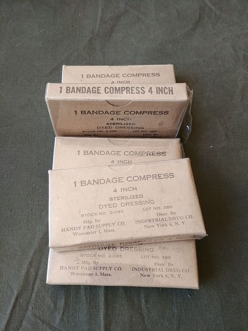 Handy_Pad_Black_Text_FAK_Bandage_Compress