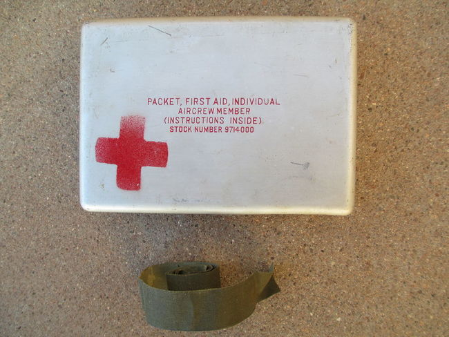 USAAF_Aircrew_First_Aid_Packet_Case