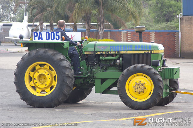 John Deere 2251 Tractor Rand Airport FAGM